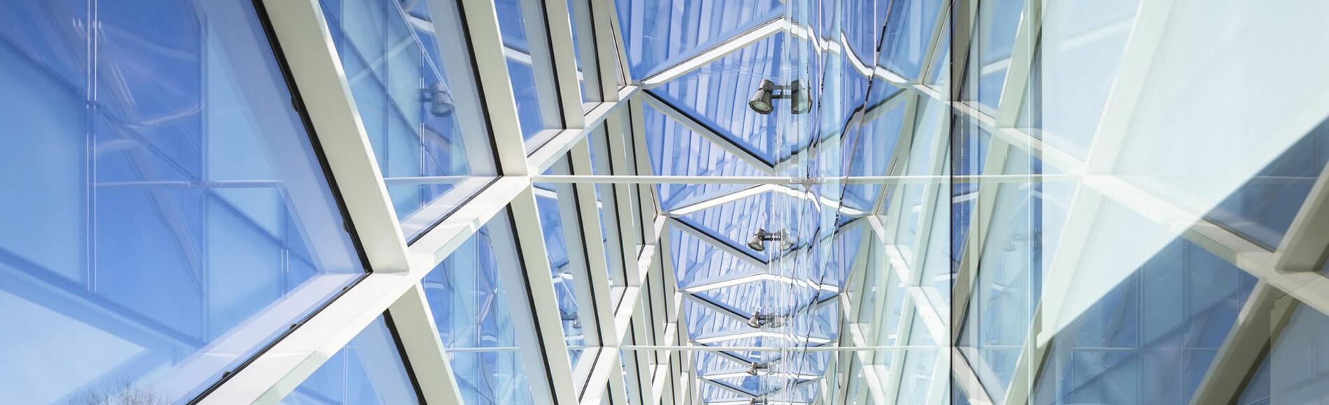 Vue sur structure vitrée